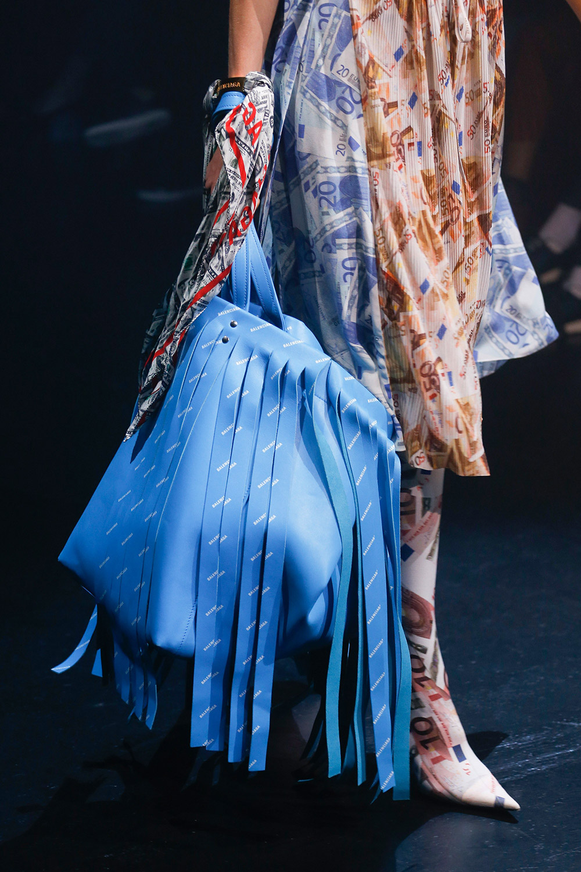 balenciaga-bag-woman-chapeau-valencia-ss18-02