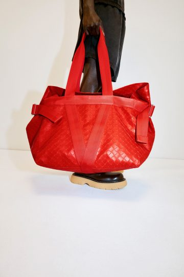 BOTTEGA-VENETA-WOMAN-SS-2021
